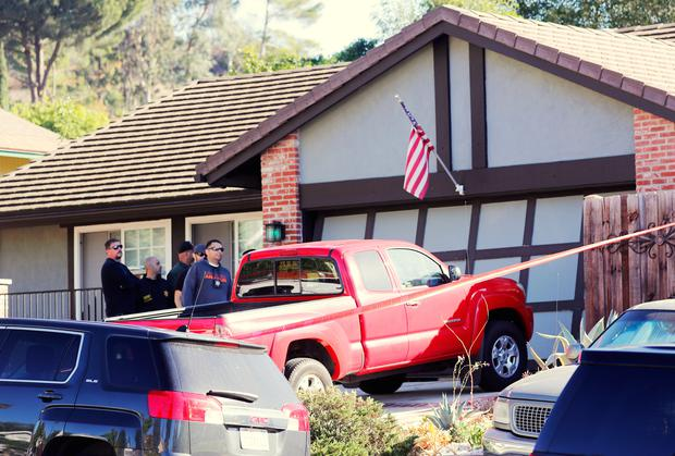 Police and FBI officers wait outside the home of the suspect in a shooting incident at a Thousand Oaks bar, in Newbury Park, California, U.S. November 8, 2018. REUTERS/Mike Blake