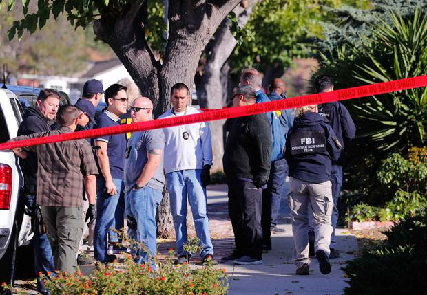 Police and FBI officer await a search warrant outside the home of the suspect in a shooting incident at a Thousand Oaks bar, in Newbury Park, California, U.S. November 8, 2018. REUTERS/Mike Blake