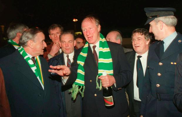 Jack Charlton is welcomed back to Dublin Airport by Taoiseach Albert Reynolds Photo: Sportsfile