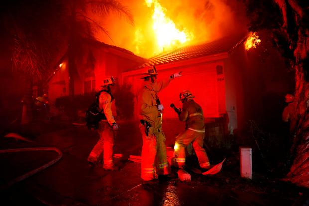 Firefighters battle flames overnight during a wildfire that burned dozens of homes in Thousand Oaks, California, U.S. November 9, 2018. REUTERS/Eric Thayer
