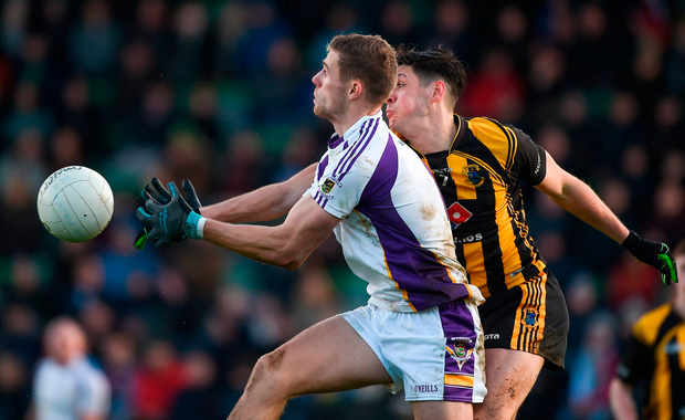 Paul Mannion of Kilmacud Crokes in action against Seamus Lavin of St. Peter's Dunboyne. Photo by Dáire Brennan/Sportsfile