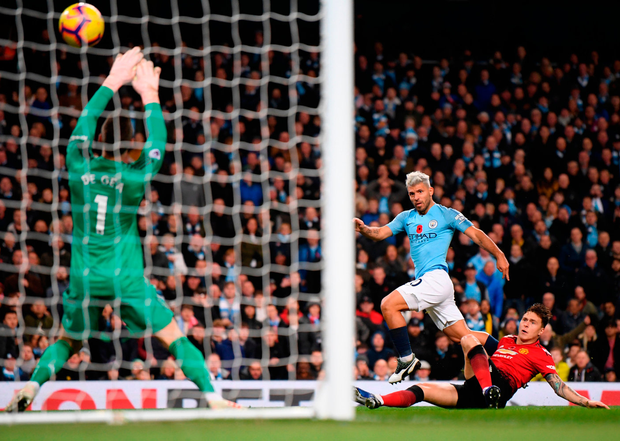 Victor Lindelof can't get close enough to Sergio Aguero as the Manchester City striker smashes his team's second goal past David De Gea. Photo: Laurence Griffiths/Getty Images