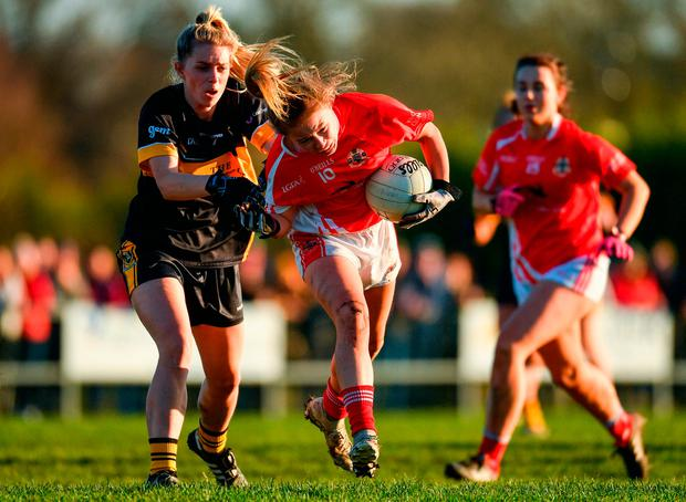 Lynsey Noone of Kilkerrin-Clonberne in action against Kathryn Coakley of Mourneabbey. Photo by Eóin Noonan/Sportsfile