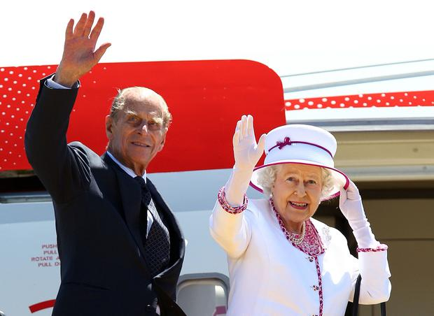 Britain's Queen Elizabeth II (R) and Prince Philip wave farewell to Australia at Perth International Airport on October 29, 2011. The queen wrapped up an immensely successful tour of Australia in which tens of thousands flocked to catch a glimpse of their monarch, perhaps for the last time. AFP PHOTO / POOL / Paul Kane (Photo credit should read Paul Kane/AFP/Getty Images)