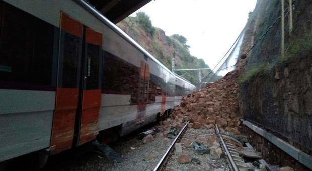 A landslide collides with a passenger train, near Vacarisses, some 45 kilometers northwest of Barcelona, Spain, Tuesday Nov. 20, 2018. One person died and dozens were injured Tuesday after a landslide derailed a commuter train traveling toward Barcelona, Spanish authorities said. (Anti-radar Catalunya via AP)