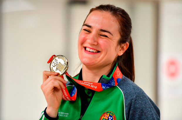 World Champion Kellie Harrington shows off her gold medal at Dublin Airport yesterday. Photo by Brendan Moran/Sportsfile