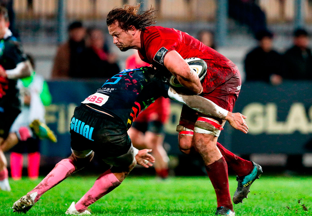 Arno Botha of Munster is tackled by Gabriele Di Giulio of Zebre. Photo by Roberto Bregani/Sportsfile