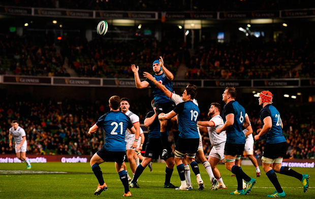 Tadhg Beirne of Ireland passes to team-mate Luke McGrath after winning a lineout. Photo by Brendan Moran/Sportsfile