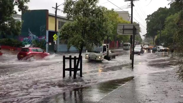 Heavy rain, floods cause chaos in Sydney