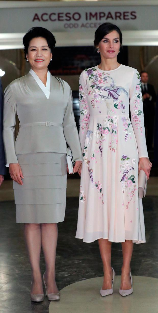 Queen Letizia (R), and the first lady of China, Peng Liyuan (L), during their tour of the Royal Theater of Madrid, on the first day of the State visit of Chinese President, Xi Jinping in Madrid, Spain on November 28, 2018