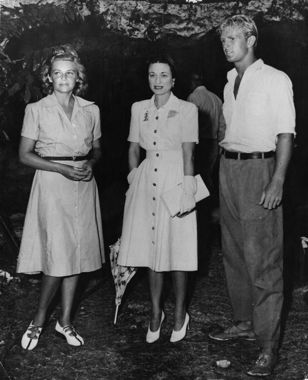 Wallis Simpson, the Duchess Of Windsor (1896 - 1986) with actors Madeleine Carroll (left) and Sterling Hayden (right) in the Bahamas, during the filming of 'Bahama Passage', 1st July 1941. (Photo by Keystone/Hulton Archive/Getty Images)