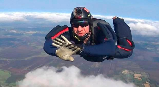 Skydiver Nigel Allen was badly injured in a paramotor accident this summer - but plans to dive again before Christmas