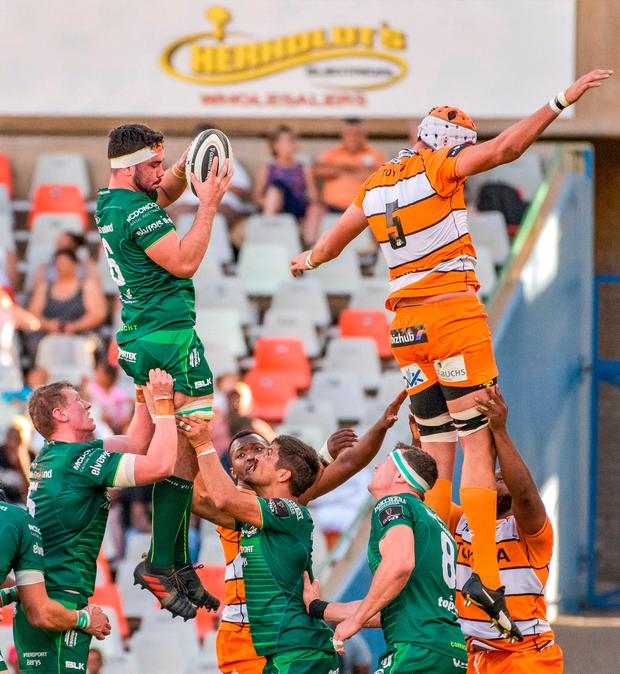 Paul Boyle of Connacht wins possession from a lineout over JP du Preez of Toyota Cheetahs. Photo: Frikkie Kapp/Sportsfile