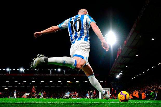 Aaron Mooy of Huddersfield Town takes a corner kick. Photo: Dan Mullan/Getty Images