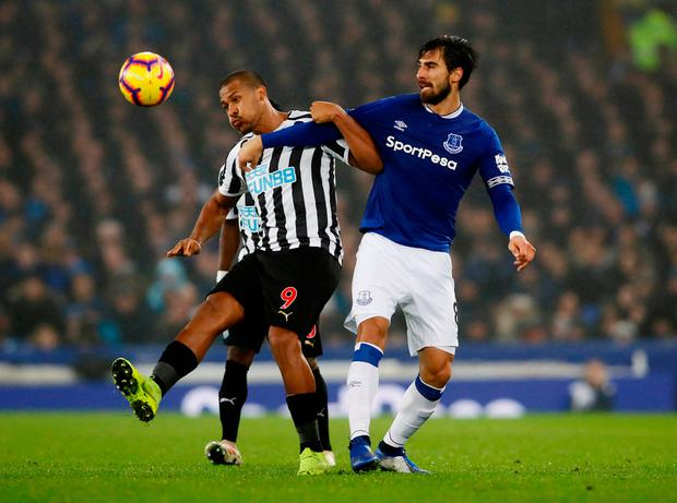 Newcastle United's Salomon Rondon in action with Everton's Andre Gomes. Photo: Reuters/Jason Cairnduff