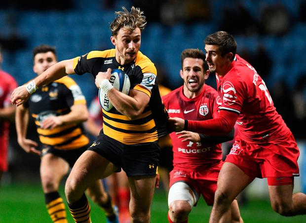 Wasps' Josh Bassett slips past Toulouse's Thomas Ramos. Photo: Reuters