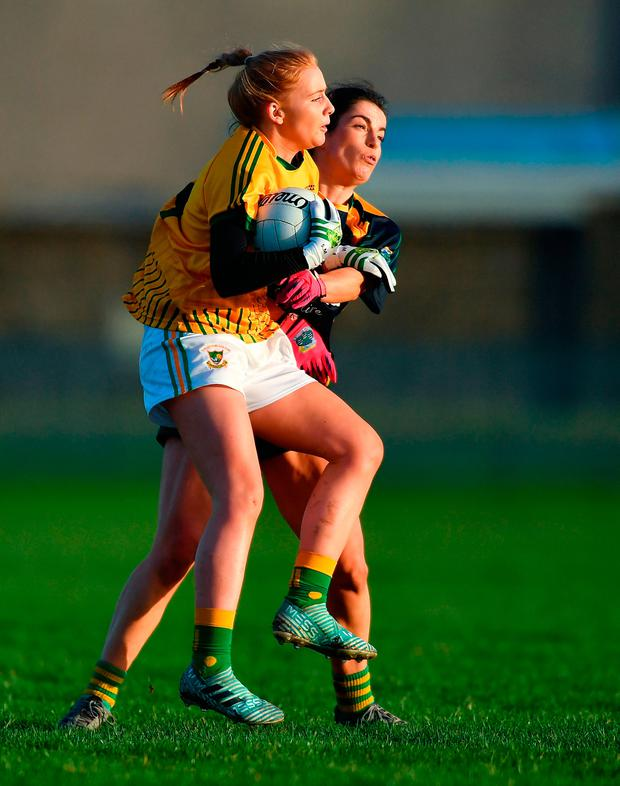 Sinéad Mooney of Tourlestrane is tackled by Ellen Murphy of Glanmire. Photo by Piaras Ó Mídheach/Sportsfile