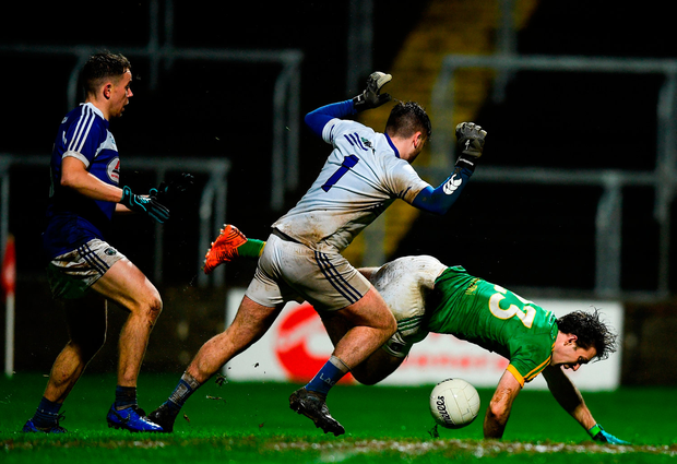 Niall Hickey of Meath is tackled by Scott Osborne of Laois. Photo by Eóin Noonan/Sportsfile