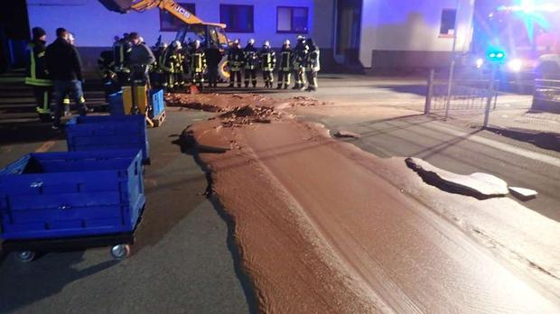 Firefighters deal with the chocolate spillage (Feuerwehr Werl)