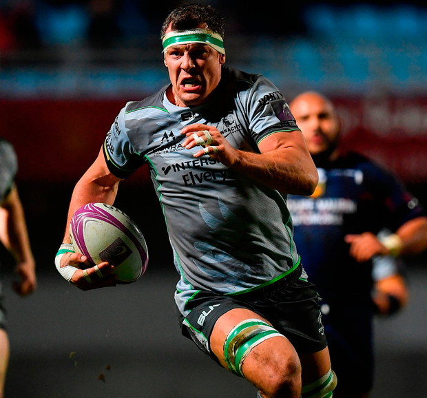 Connacth's Robin Copeland races clear on the way to setting up his side's third try during the match against Perpignan. Photo: Brendan Moran/Sportsfile