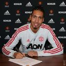 Chris Smalling has signed a new contract with Man United.