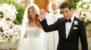 Emily VanCamp and Josh Bowman wed in their tv show Revenge
