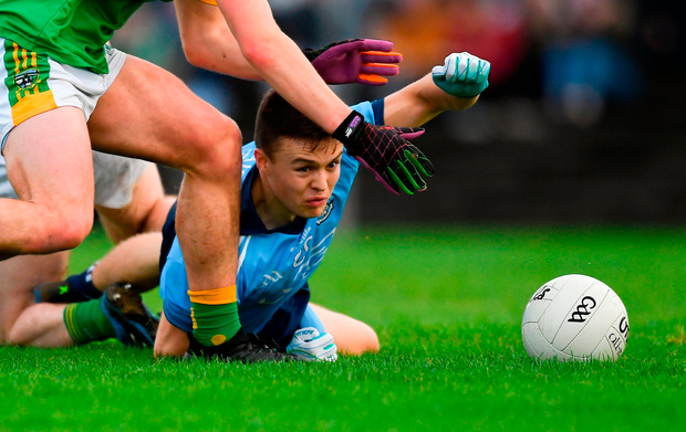Dublin's Eoin Murchan finds the going tough in a battle for possession. Photo by Piaras Ó Mídheach/Sportsfile