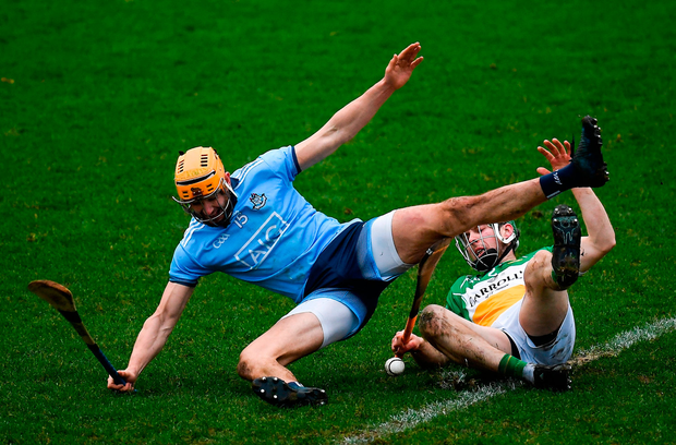 Eamonn Dillon of Dublin in action against Tom Spain of Offaly. Photo by Harry Murphy/Sportsfile