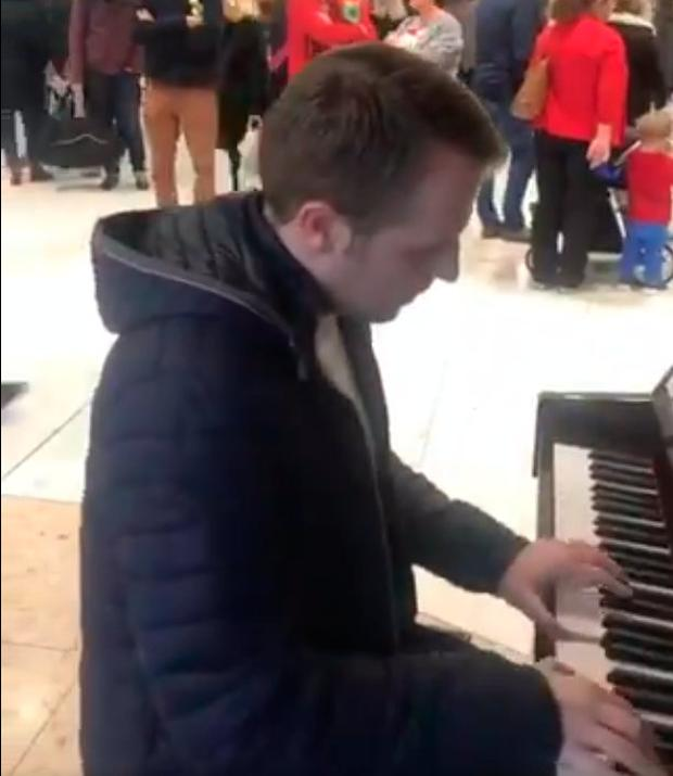 Gavan Reilly thrilled crowds at Dublin Airport with his impromptu performance Photo: Twitter/DAA