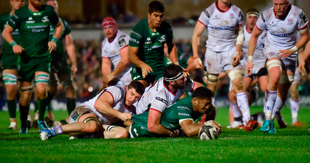 Bundee Aki scores Connacht's second try despite the attention of Ulster's Marcell Coetzee and (left) Nick Timoney. Photo by Piaras Ó Mídheach/Sportsfile