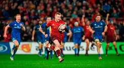 Keith Earls of Munster on his way to scoring his side's second try during the Guinness PRO14 Round 12 match between Munster and Leinster at Thomond Park in Limerick. Photo by Diarmuid Greene/Sportsfile