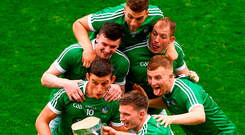 Kevin Downes takes a selfie with the Liam MacCarthy Cup and Limerick team-mates, from left, Gearóid Hegarty, Declan Hannon, Michael Casey, Shane Dowling and Peter Casey. Photo: Daire Brennan/Sportsfile
