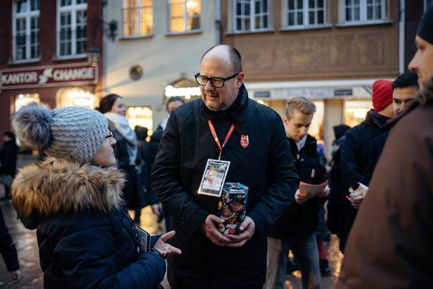 Polish mayor Pawel Adamowicz 'stabbed on stage' at charity event