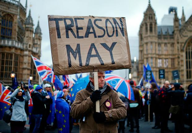 A pro-Brexit protester holds a banner as anti-Brexit protesters demonstrate outside the Houses of Parliament, January 15, 2019. REUTERS/Henry Nicholls