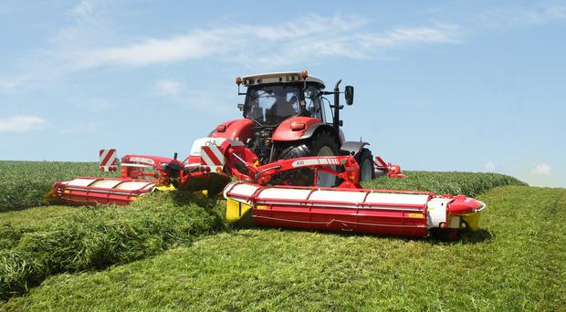 Watch Pöttinger mowers swath merging without conditioners