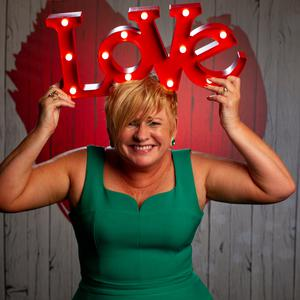Lorraine O'Connell is a whirlwind on First Dates Ireland, RTE2