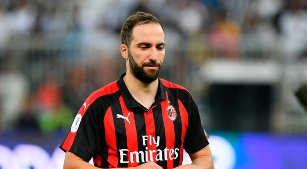 Gonzalo Higuain left out of AC Milan squad as speculation around Chelsea move intensifies