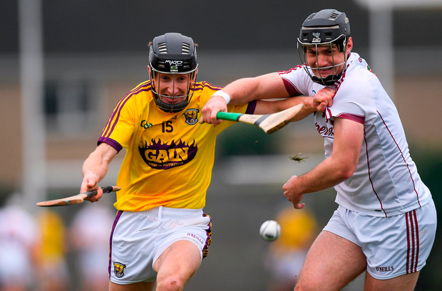 Liam Óg McGovern of Wexford in action against Ronan Burke of Galway. Photo by Piaras Ó Mídheach/Sportsfile