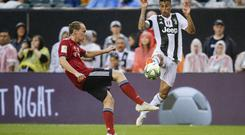 Joao Cancelo (L) of Juventus fights the ball against Ryan Johansson of Bayern Munich during the 2018 International Champions Cup (Photo by EDUARDO MUNOZ ALVAREZ/AFP/Getty Images)