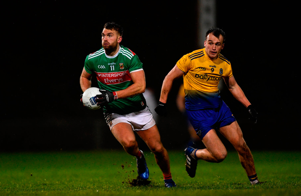Aiden O'Shea of Mayo in action against Enda Smith of Roscommon. Photo by Piaras Ó Mídheach/Sportsfile