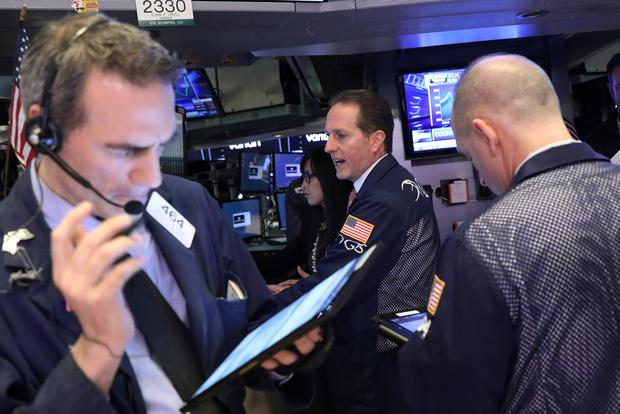 Traders work on the floor of the New York Stock Exchange (NYSE). Photo: Reuters