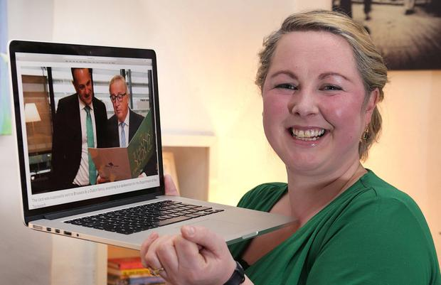 Hailey Kierse, from Killiney with a photograph of Taoiseach Leo Varadkar and Jean Claude Juncker, President of the European Commission, looking at the Thank You card Hailey sent to him. Photo: Damien Eagers
