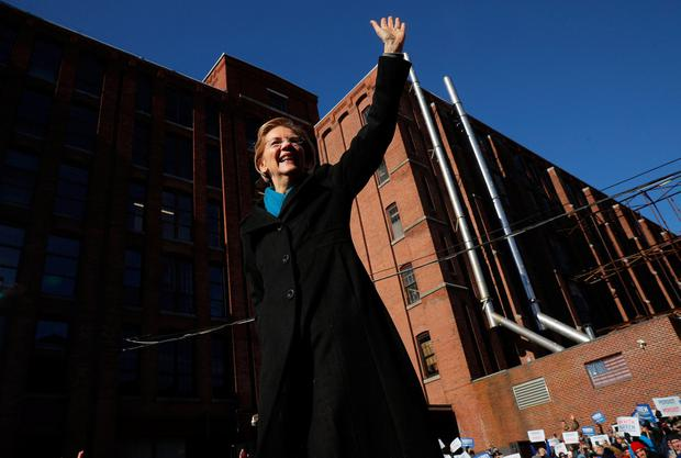 Potential 2020 Democratic presidential nomination candidate U.S. Senator Elizabeth Warren (D-MA) waves at the crowd ahead of a campaign rally in Lawrence, Massachusetts, U.S. February 9, 2019. REUTERS/Brian Snyder