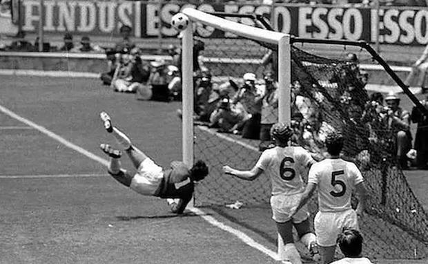 Gordon Banks denies Pele in 1970