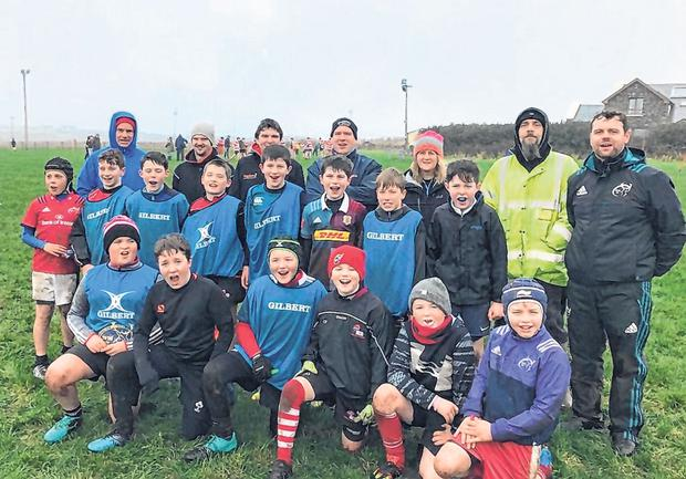 Rugbaí Chorca Dhuibhne RFC's coaching workshop with members of their youth section