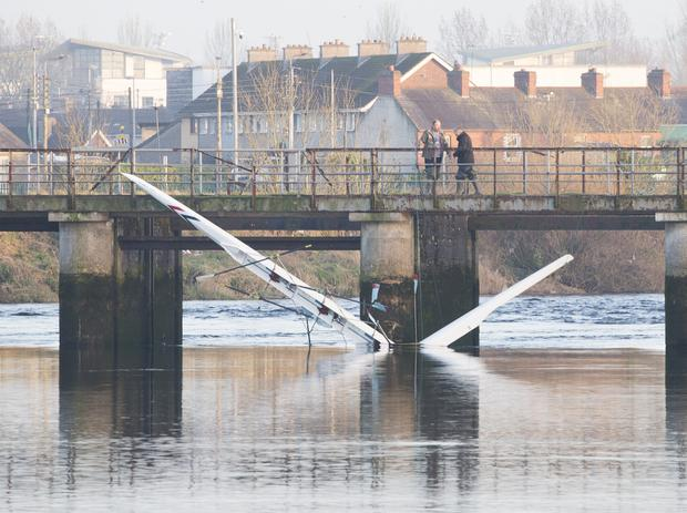 Accident: The rowing boat which capsized on the River Shannon, trapping a girl lodged against a former salmon weir in Limerick. Photo: Liam Burke/Press 22