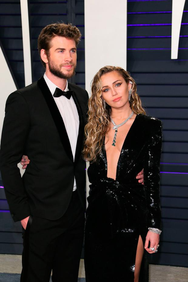 Liam Hemsworth (L) and Miley Cyrus attend the 2019 Vanity Fair Oscar Party at the Wallis Annenberg Center for the Performing Arts on February 24, 2019 in Beverly Hills, California. (Photo by JB Lacroix / AFP)