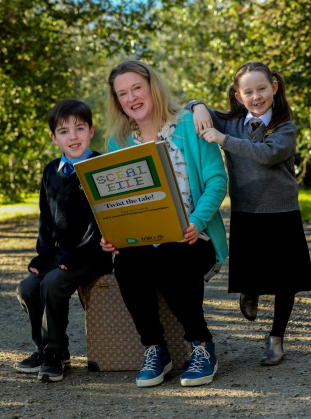 Sarah Webb with Sophia Glackin (7) from Scoil Ghráinne, Dublin 15 and Rory McDermott (8) from Mary Mother of Hope N.S, Dublin 15 at the launch of Scéal Eile, a creative writing competition for primary and secondary school students by An Post, in association with the Irish National Teachers' Organisation (INTO).