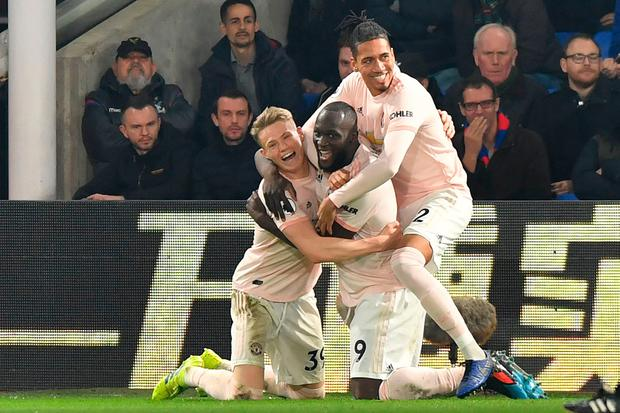 Manchester United striker Romelu Lukaku (C) celebrates with his teammates after scoring his side's second goal. Photo: AFP/Getty Images