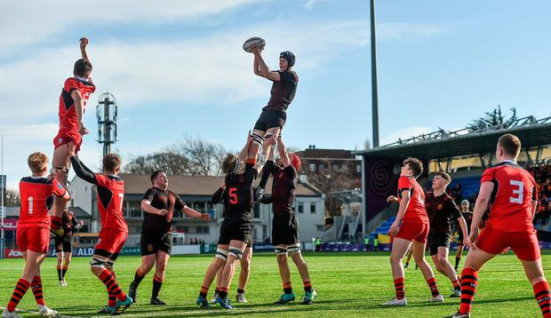 Hugh Ross of CBC Monkstown wins possession in the lineout. Photo: Piaras Ó Mídheach/Sportsfile